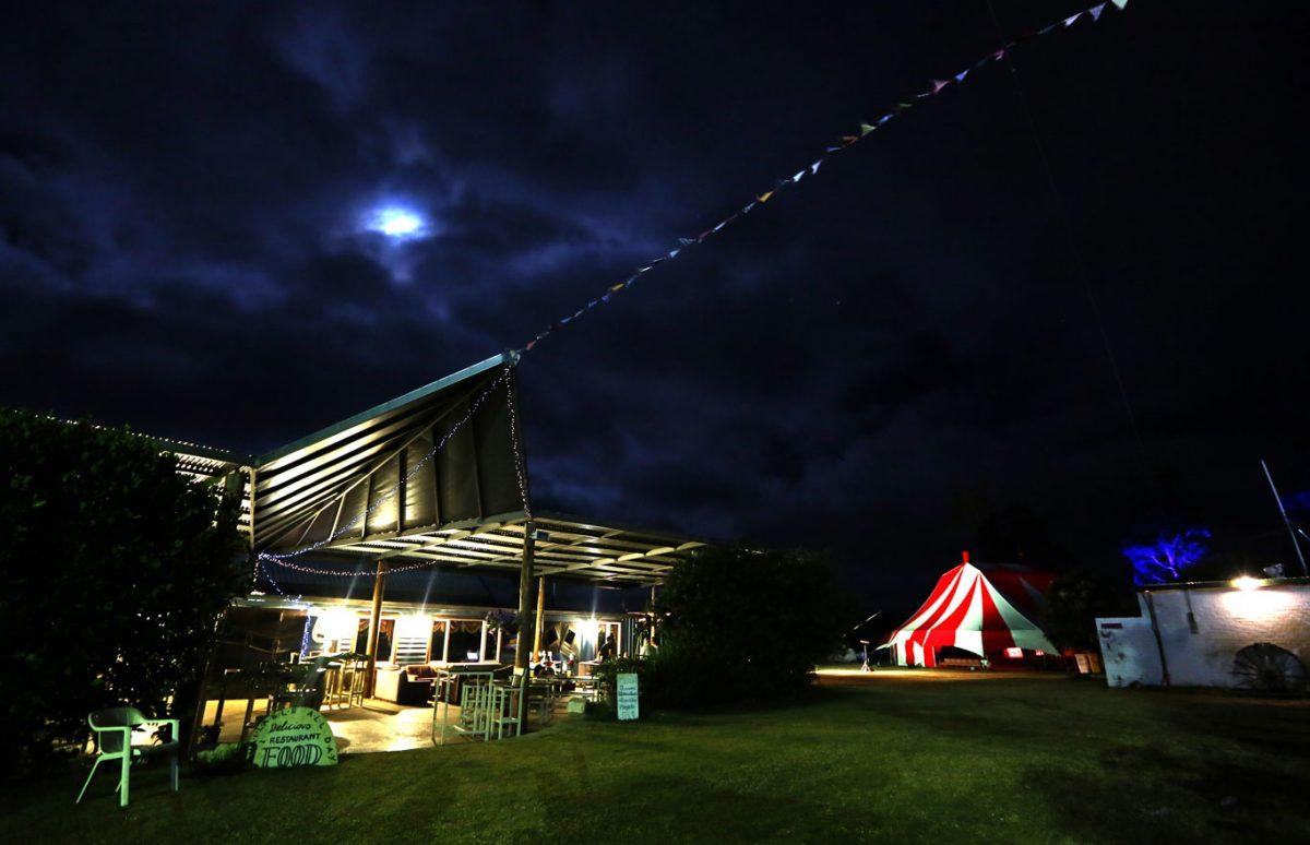 night time at the Dr reg bolton bar, karnidfale `festival, qwestern ~Australian circus `festival